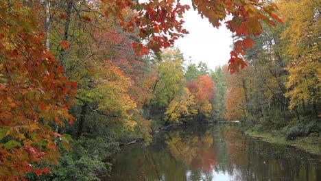 North-Carolina-Appalachenfall-Und-Fluss-Zoom-In-mov