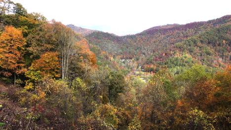 North-Carolina-Smoky-Mountain-hills-in-fall