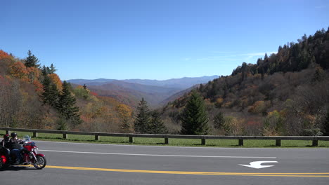 Parque-Nacional-De-Las-Montañas-Humeantes-De-Carolina-Del-Norte-Motocicletas-En-La-Carretera