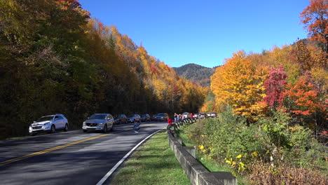North-Carolina-Smoky-Mountains-tourists-and-traffic