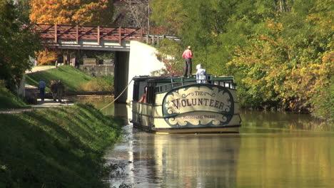 Ohio-Miami-Y-Erie-Canal-Con-Barco-En-Movimiento