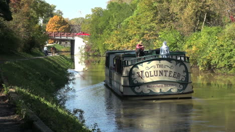 Ohio-Miami-and-Erie-Canal-with-boat