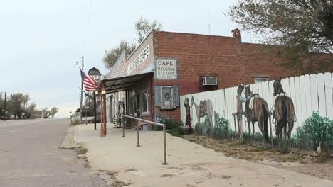 Café-Y-Mural-De-La-Pequeña-Ciudad-De-Oklahoma