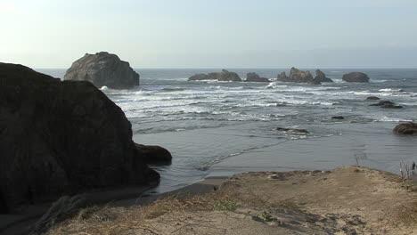 Bandon-Oregon-Face-Rock-in-distance