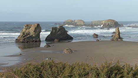 Bandon-Oregon-beach-view-with-sea-stacks
