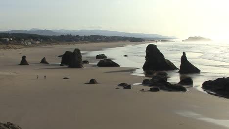 Bandon-Oregon-sand-and-sea-stacks