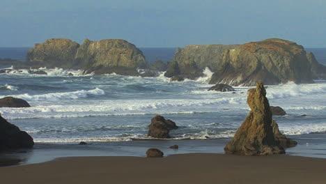 Bandon-Oregon-waves-crash-on-sea-stacks