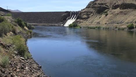Represa-De-Oregon-Brownlee-En-La-Curva-De-Despedida