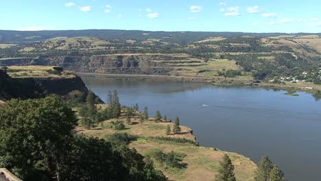 Oregon-Columbia-Gorge-Rowena-Crest-view