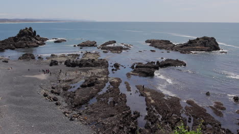 Oregon-Yakina-Head-low-tide-with-students