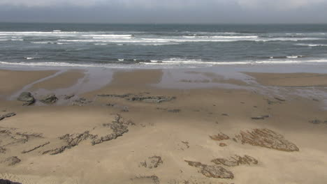 Oregon-beach-with-waves-at-low-tide