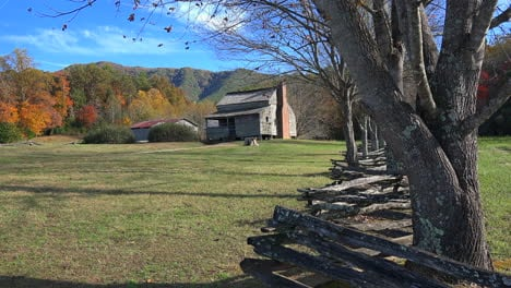 Tennessee-Smoky-Mountains-cabin-and-split-rail-fence
