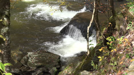 Tennessee-Stream-pours-over-rocks
