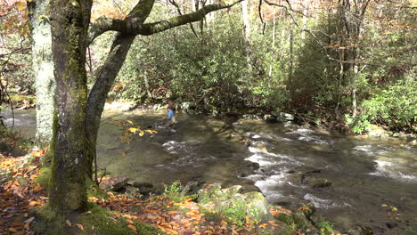 Tennessee-fishermen-in-a-stream