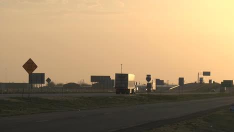 Tráfico-De-Texas-Al-Atardecer-Timelapse