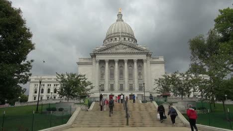 Pasos-De-La-Casa-Estatal-De-Wisconsin-Madison