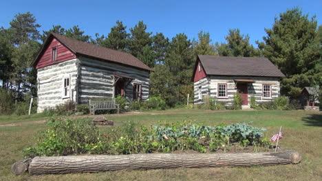 Reedsburg-Wisconsin-Pioneer-Log-Village-houses