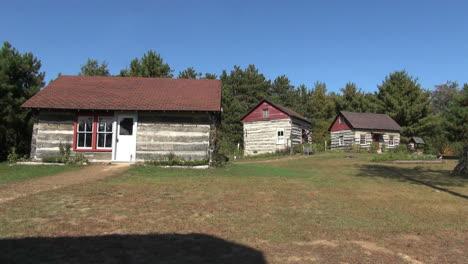 Reedsburg-Wisconsin-Pioneer-Log-Village