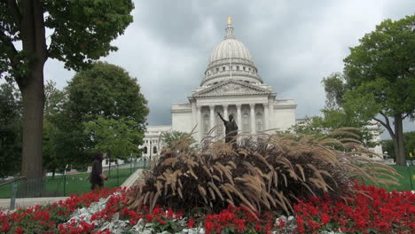 Wisconsin-Madison-State-House-Con-Flores-