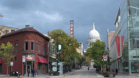 Wisconsin-Madison-State-Street-Light-En-El-Domo