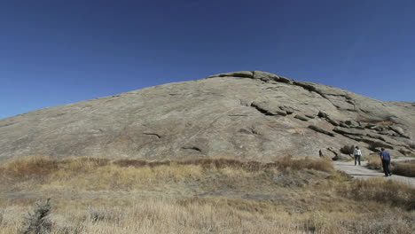 Wyoming-Independence-Rock-view-with-people