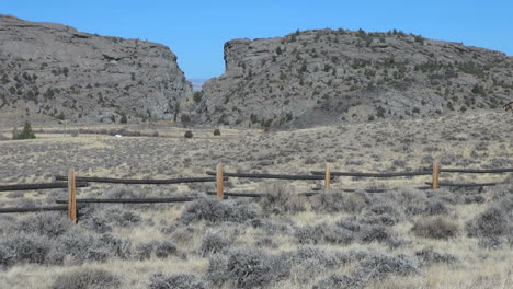 Wyoming-fence-in-front-of-Devil-s-Gate