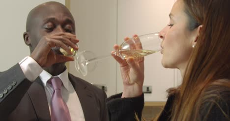 Couple-Kiss-and-Drink-Champagne