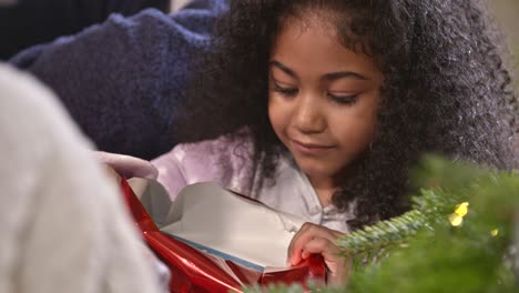 Little-Girl-Opening-Chrismtas-Gift-CU