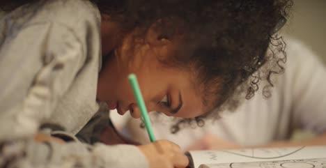 Aprendizaje-y-dibujo-infantil-enfocado