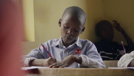 Joven-africano-en-el-aula