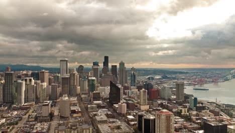 Seattle-Cityscape-in-Evening-Light