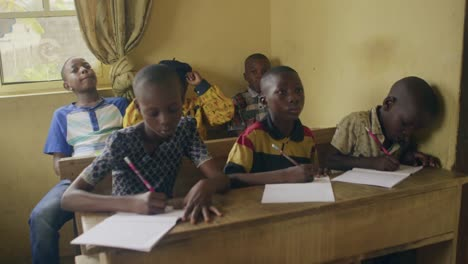 Nigerian-Children-in-Classroom-02