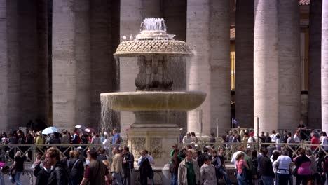 Fuente-en-la-Plaza-de-San-Pedro-Roma