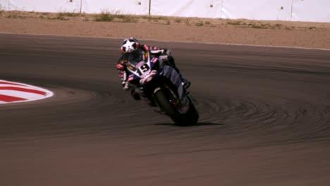 Motocicleta-en-el-circuito-de-carreras