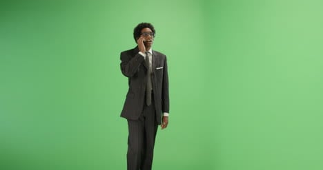 Businessman-talking-on-phone-with-green-screen
