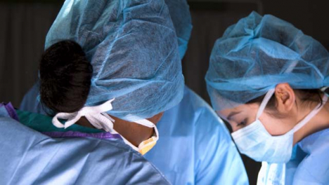 CU-Three-Surgeons-Look-Up-At-Each-Other