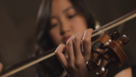 Pull-Focus-From-Female-Violinist-To-Hand-Playing-Violin