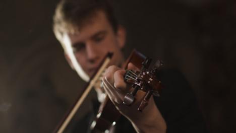 Nahaufnahme-Der-Geige-Die-Von-Geiger-Gespielt-Wird-