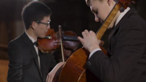 Spurensuche-Von-Der-Geigerin-Zum-Cello