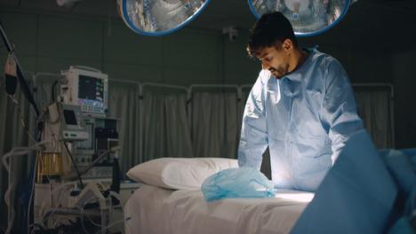 Pan-Cirujano-Decepcionado-Solo-Después-De-La-Cirugía