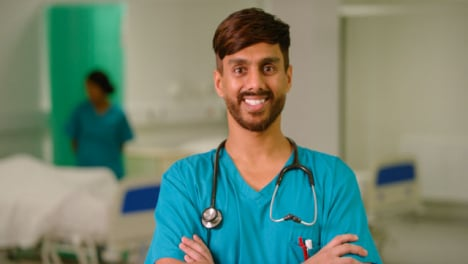 Portrait-Of-Smiling-Male-Medical-Worker