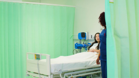 Nurse-Screens-Hospital-Bed-With-Curtain