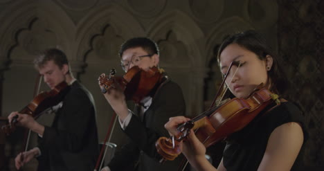 Three-Violinists-Playing-in-Sync