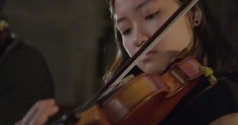 Close-Up-Female-Violinist-Performing