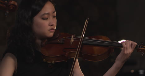Panning-Close-Up-Female-Violinist-During-Performance