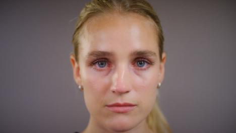 Nahaufnahme-Emotionale-Junge-Blonde-Frau