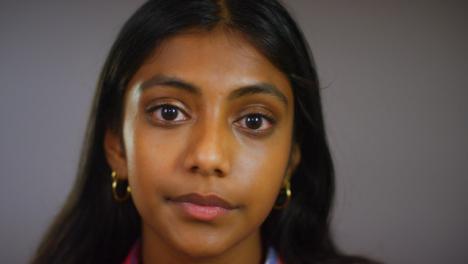 Retrato-De-Mujer-Joven-Emocional