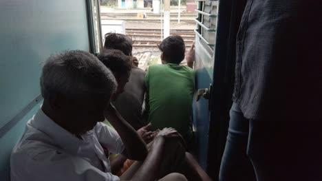Ambur-Tamilnadu-Indien-24-März-2020-öffentliche-Reisen-Ohne-Masken-In-Einem-Zug-Bevor-Das-Land-Aufgrund-Der-Coronavirus-covid19-pandemie-Gesperrt-Wurde