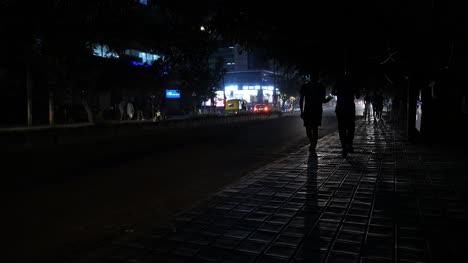 Bengaluru-Karnataka-Indien-28-Oktober-2019-Verkehr-Und-Fußgänger-Die-In-Die-Luftverschmutzung-Gehen-Die-Während-Des-Berühmten-Indischen-Festivals-Diwali-Verursacht-Wurde