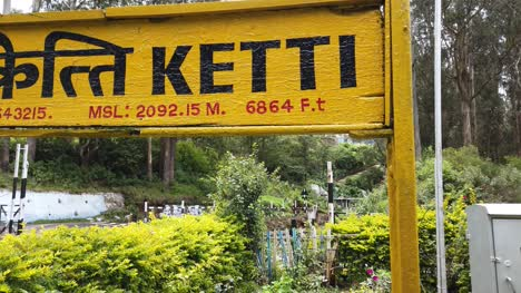 Ketti-Tamilnadu-/-India---August-21-2019:-Closeup-view-of-the-name-board-in-Ketti-railway-station-with-\-Ketti\-written-in-Tamil-and-Hindi-language